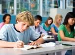 estudantes do ensino médio em sala de aula
