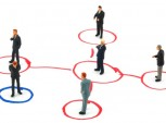 vários executivos sendo conectados numa rede.