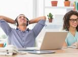 profissional ouvindo musica