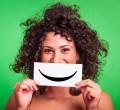 mulher com sorriso na boca