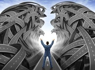 homem abrindo caminhos para o sucesso