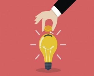 desenho de mão colocando moeda dentro da lâmpada
