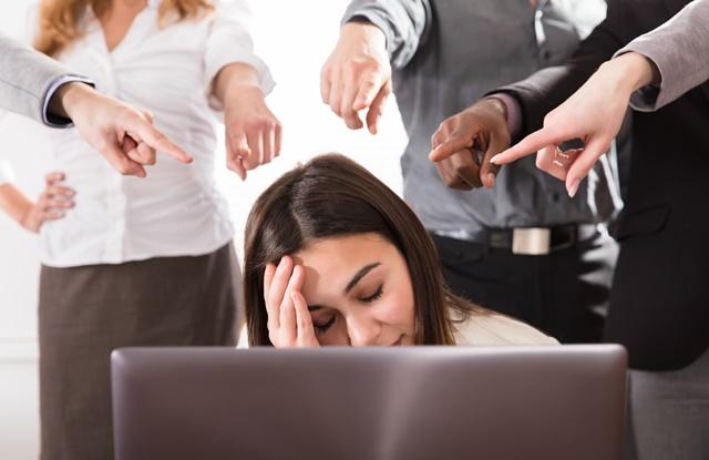 Saiba como lidar com pessoas que querem te prejudicar no trabalho